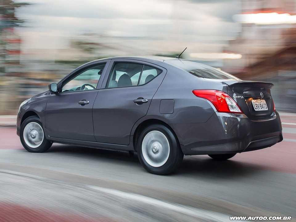 NissanVersa 2015 - ângulo traseiro