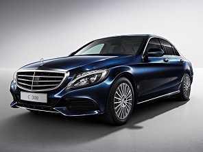 Mercedes-Benz lança Classe C especial no Brasil