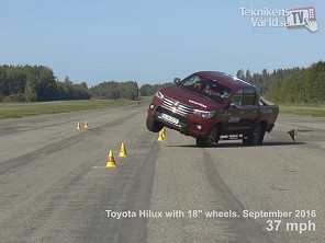 Alerta: Toyota Hilux � reprovada no ''teste do alce'' e gera pol�mica
