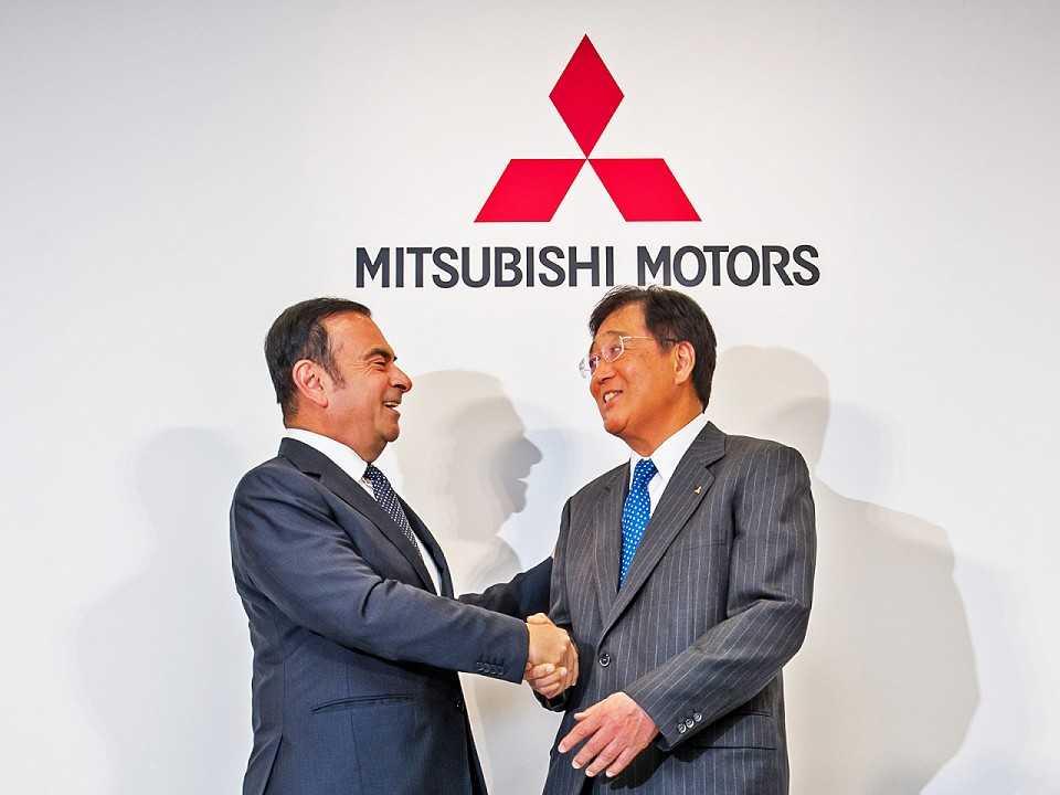 Carlos Ghosn, CEO da Renault-Nissan, e Osamu Masuko, presidente da MMC: grupo com 10 milhões de veículos vendidos