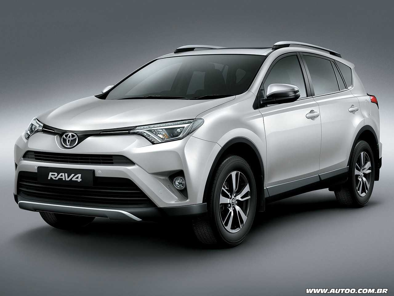 ToyotaRAV4 2017 - ângulo frontal