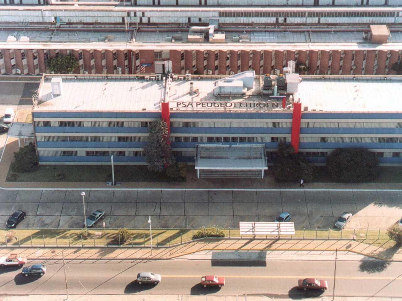 Vista aérea da fábrica da PSA em El Palomar, Argentina