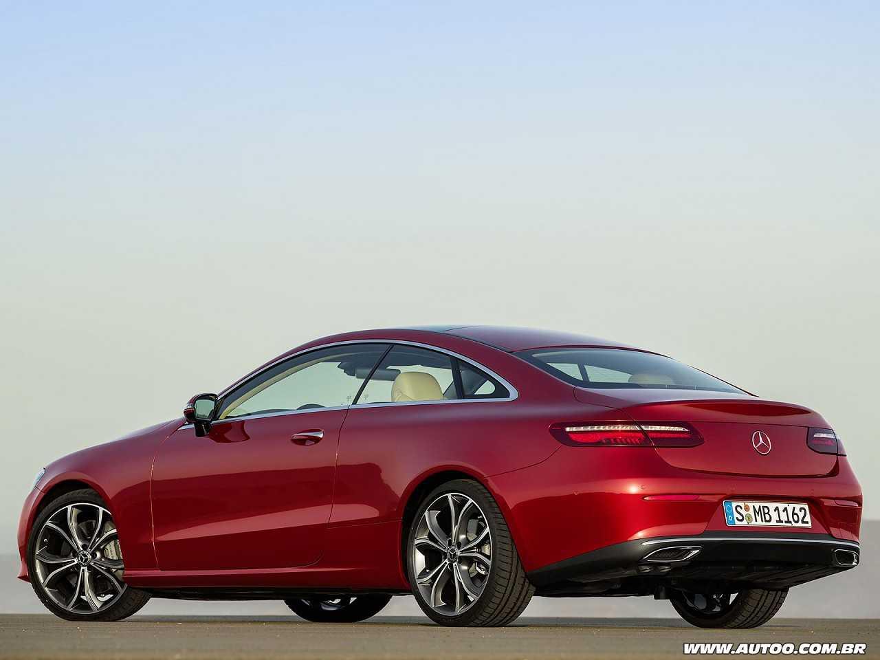 Mercedes-BenzClasse E Coupé 2017 - ângulo traseiro