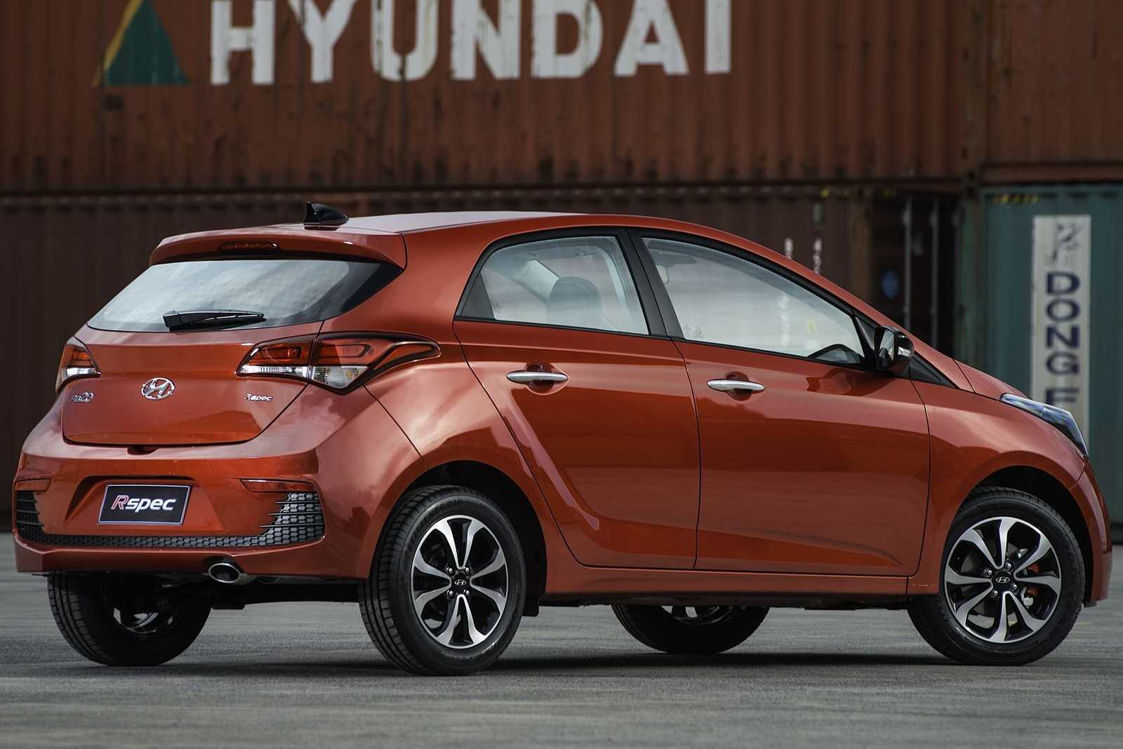 HyundaiHB20 2016 - ângulo traseiro