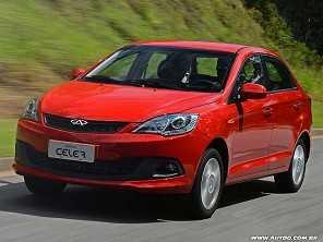 Devo comprar um Chery Celer Sedan ou um VW Voyage ou Chevrolet Prisma, ambos usados?