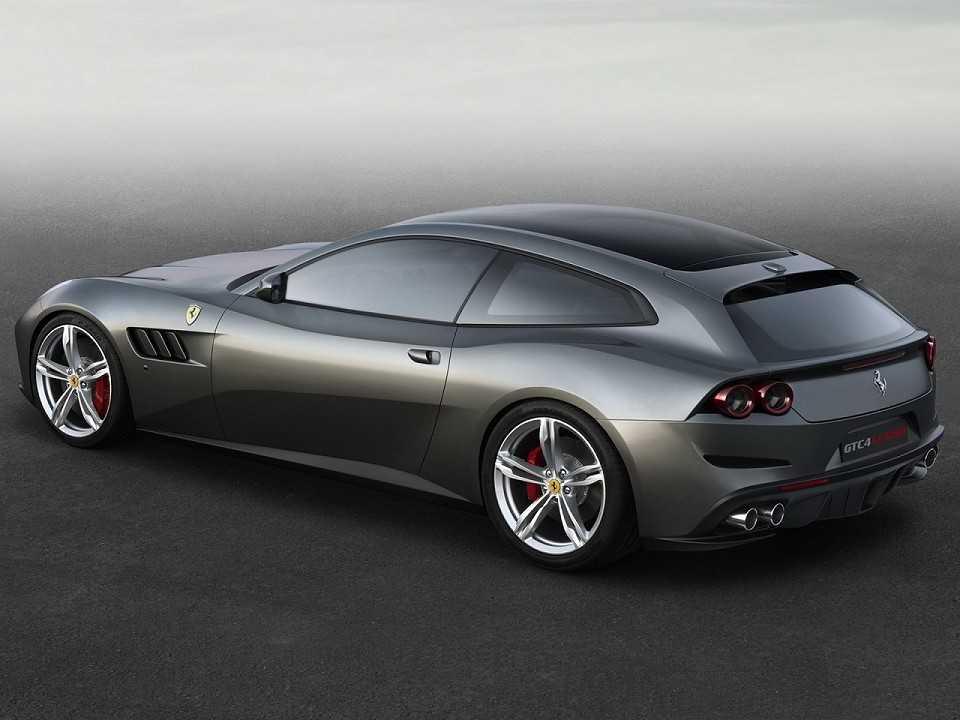 FerrariGTC4Lusso T 2016 - ângulo traseiro