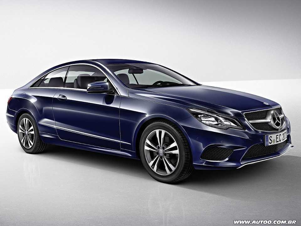 Mercedes-BenzClasse E Coupé 2015 - ângulo frontal
