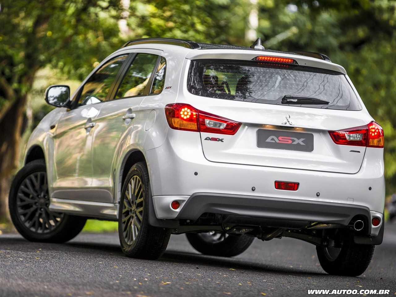 MitsubishiASX 2016 - ângulo traseiro