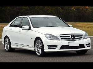 Mercedes-Benz Classe C ou um Hyundai Sonata?