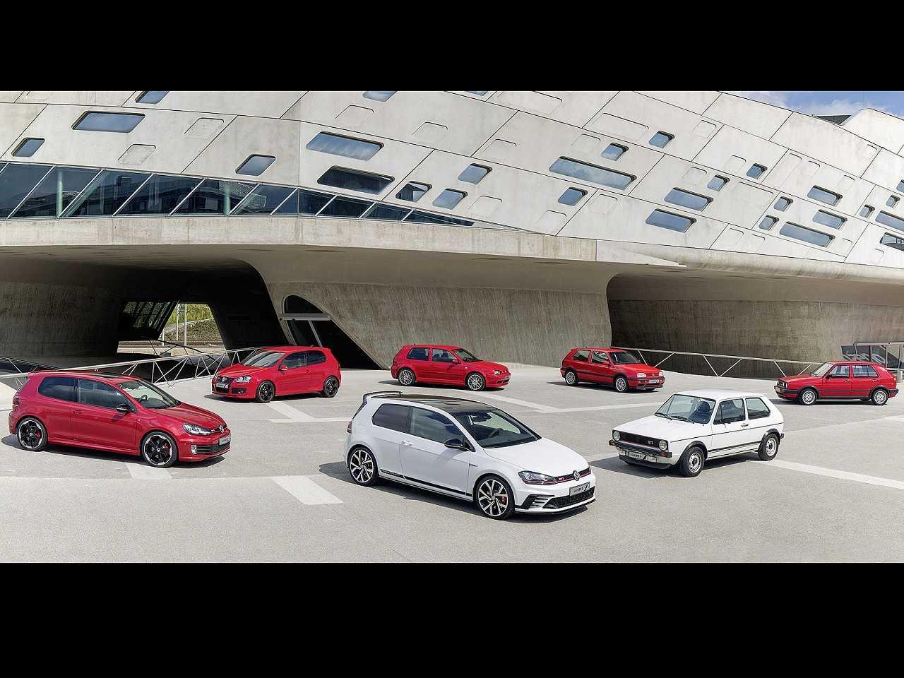 Gama Volkswagen Golf GTI reunida desde a primeira geração