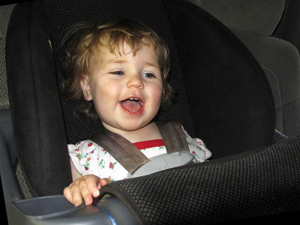 A partir de 2010 a Lei da Cadeirinha obriga que menores de sete anos e meio utilizem dispositivos de retenção
