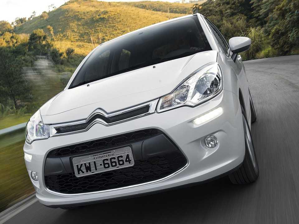 O Citro�n C3 � um exemplo de carro fabricado no Brasil que conta com as luzes diurnas de LED