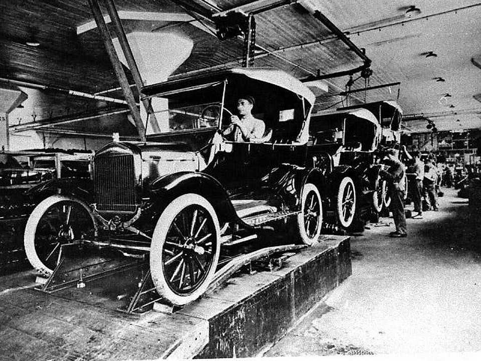 Linha de montagem do Modelo T em São Paulo