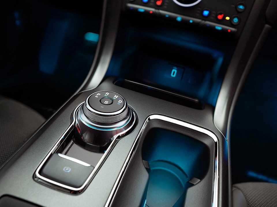 Interior do Ford Fusion 2017