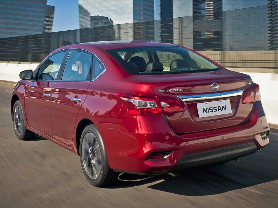 NissanSentra 2017 - ângulo traseiro
