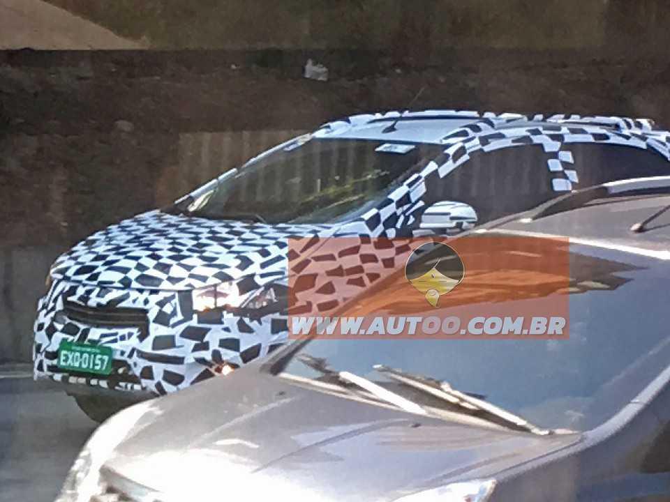 Chevrolet Onix aventureiro é flagrado no trânsito em São Paulo