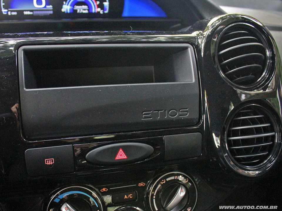 ToyotaEtios 2017 - console central