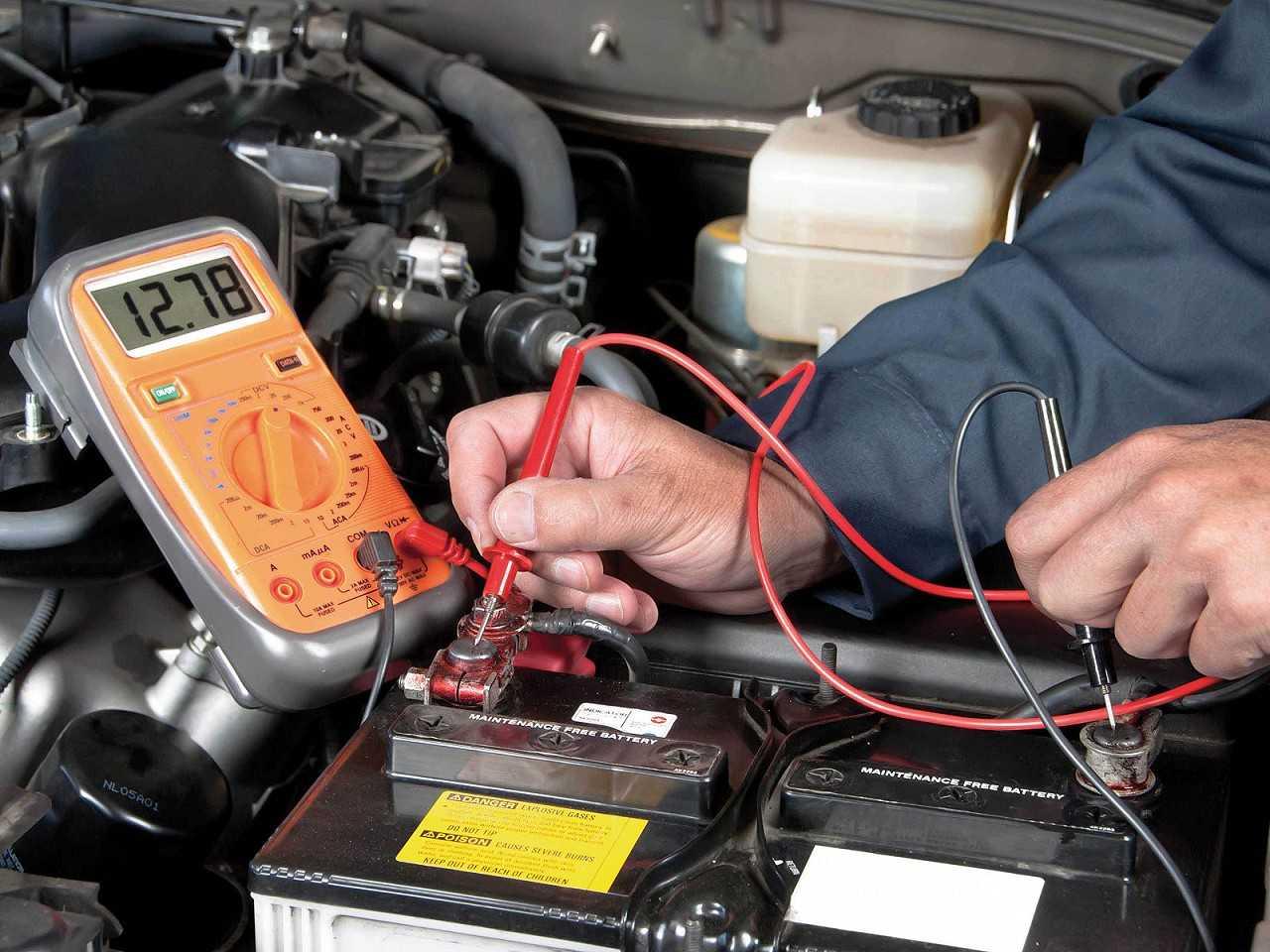 A bateria, que é muito exigida em dias frios, deve ser trocada se já estiver no fim da vida útil