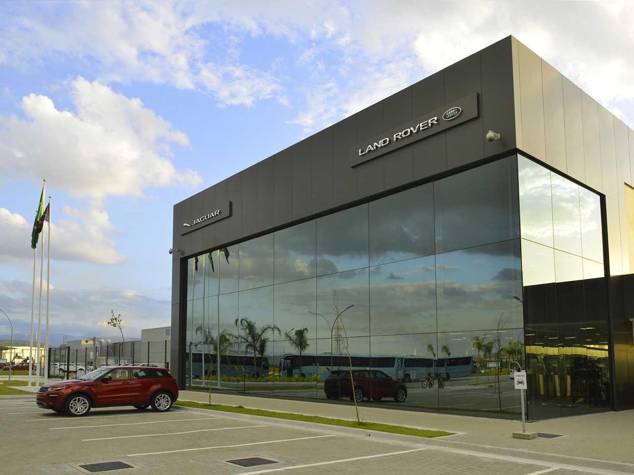 Fábrica da Jaguar Land Rover no Brasil: 30 meses depois, um país diferente