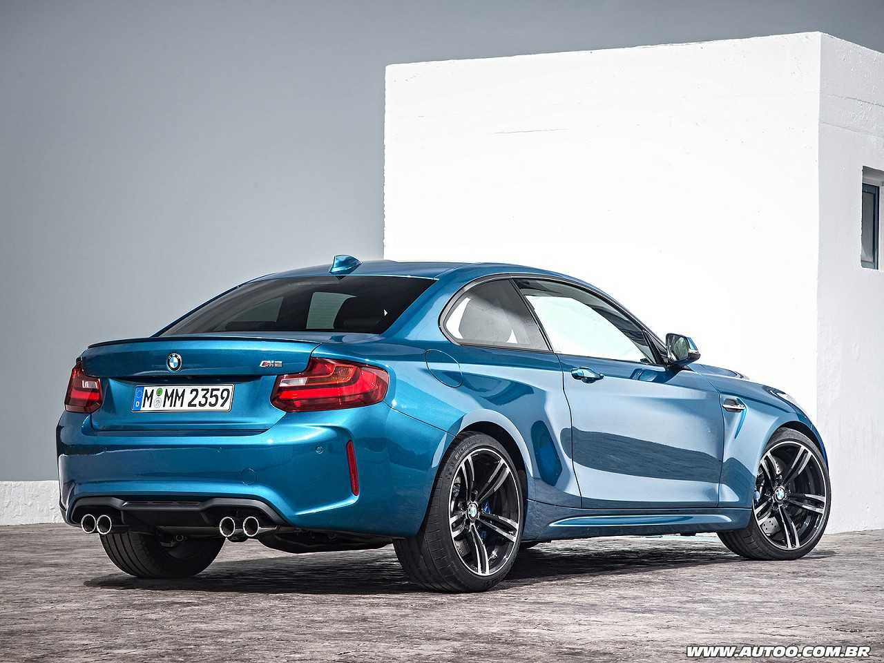BMWM2 2017 - ângulo traseiro