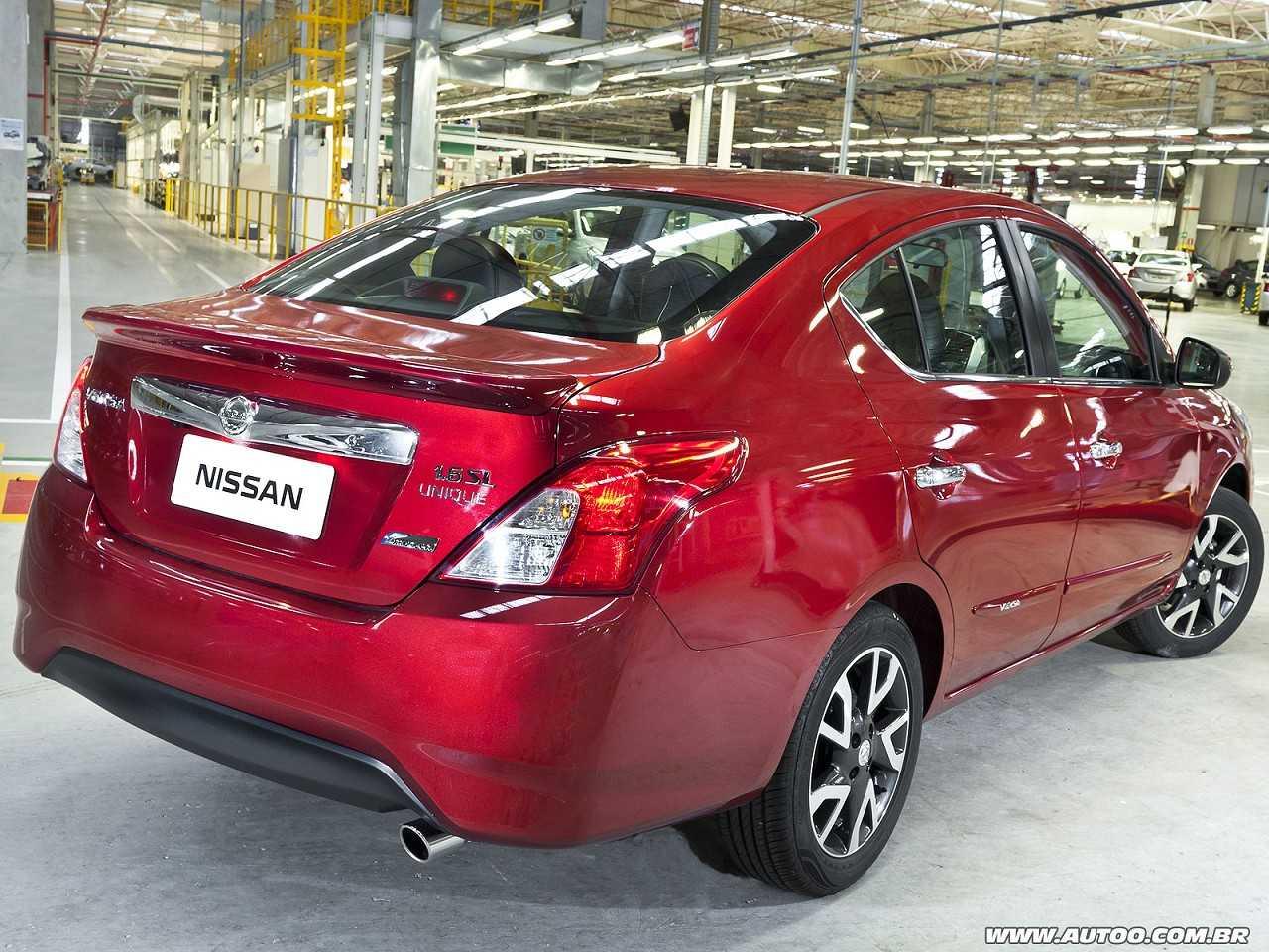 NissanVersa 2017 - ângulo traseiro