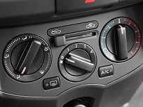 Espere o motor atingir a temperatura ideal de funcionamento antes de ligar o ar-condicionado para esquentar a cabine