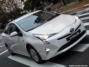 Vendas do Toyota Prius disparam 506% no Brasil