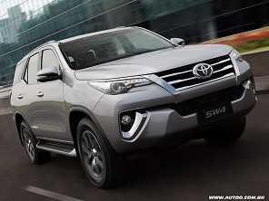 Toyota SW4 com motor V6 deixa de ser oferecido