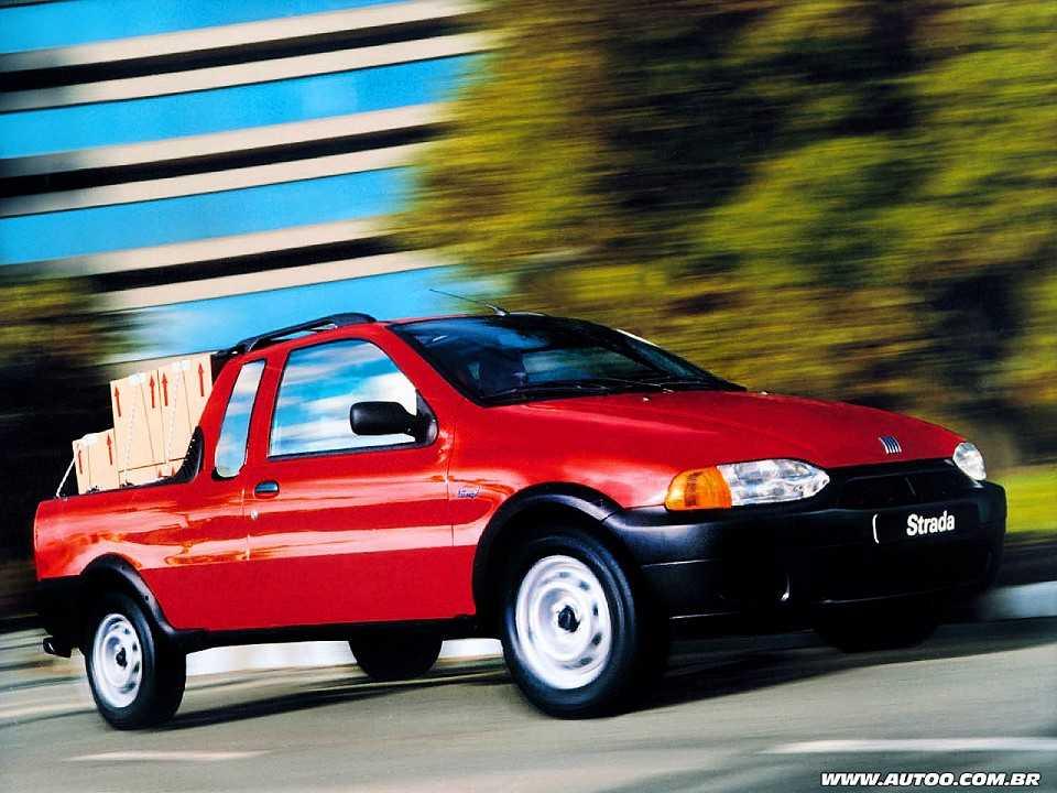 Em 1999, a Fiat Strada torna-se a primeira picape compacta a oferecer cabine estendida