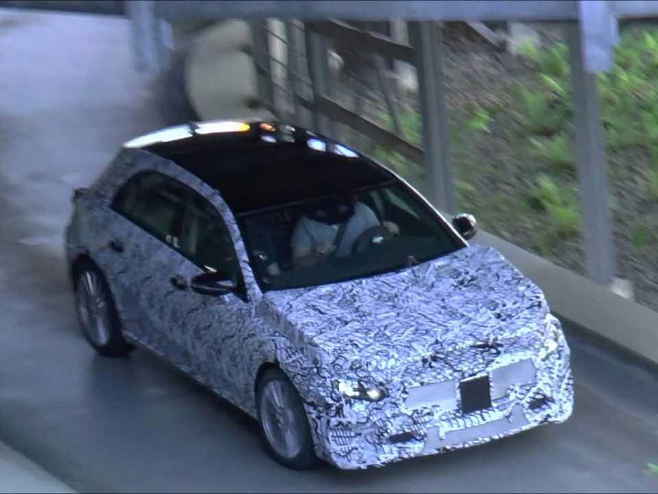 Nova geração do Mercedes Classe A flagrada em testes