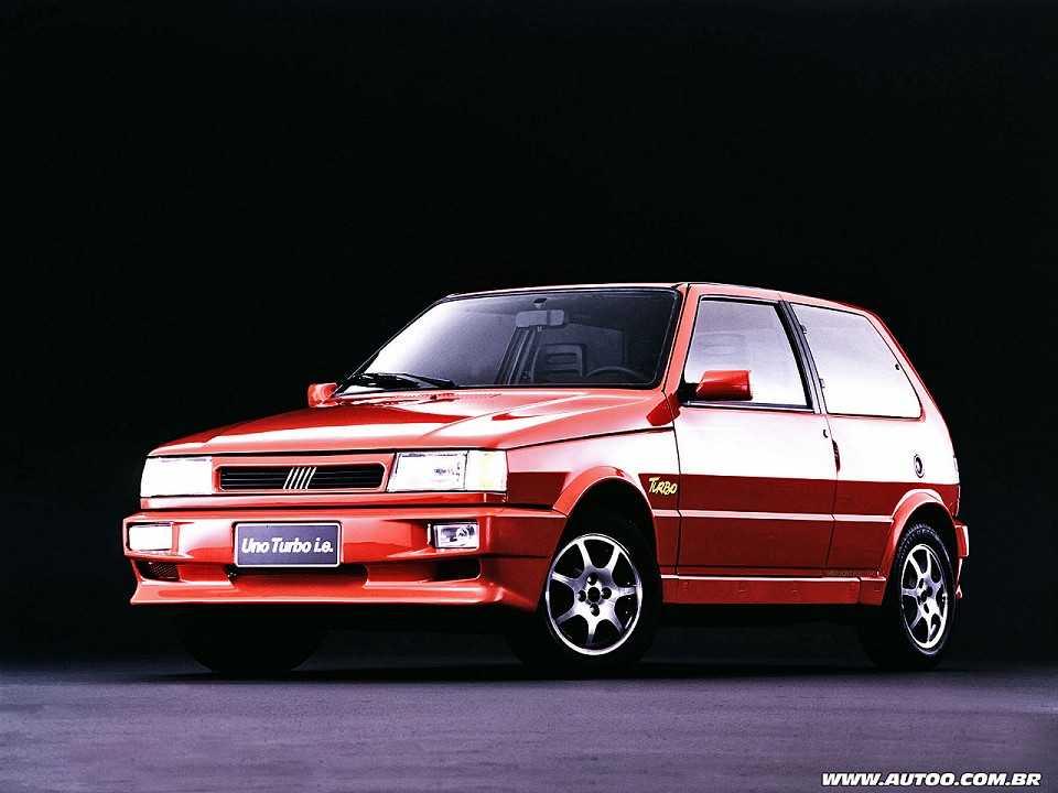 Uno Turbo de 1994, o primeiro carro nacional com motor turbo de f�brica