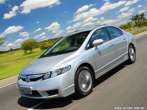 Entre dois usados: Honda Civic 2010 ou um Hyundai i30 2012?