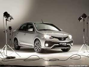 Qual sedã compacto comprar: Chevrolet Cobalt ou Toyota Etios?