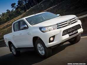 Toyota Hilux e SW4 estreiam versão flex