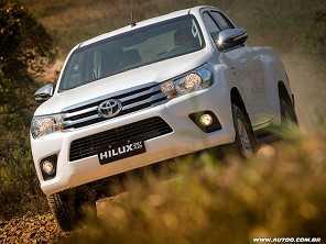 Toyota Hilux ganha vocação urbana com motor flex