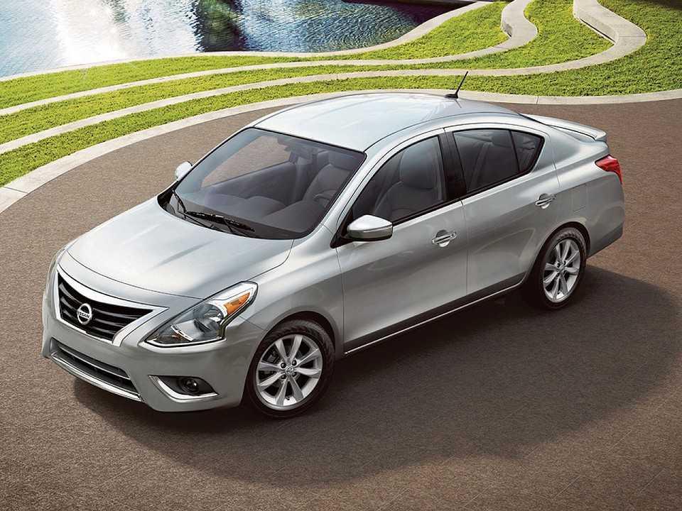 Acima o Nissan Versa 2017 comercializado nos EUA