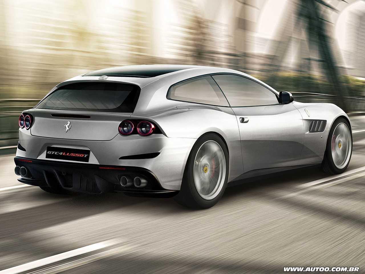 FerrariGTC4Lusso T 2017 - ângulo traseiro
