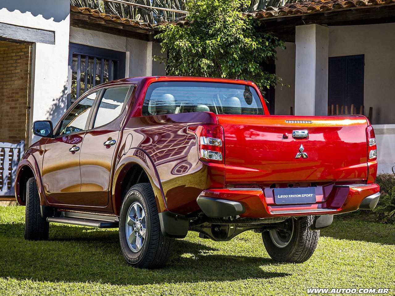 MitsubishiL200 Triton 2017 - ângulo traseiro