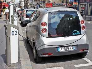 Depois da França, Reino Unido também vai abolir carros a combustão