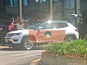 AUTOO flagra o novo Jeep Compass 2017 sem disfarces