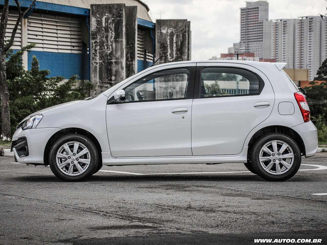 Toyota Etios 2018 - lateral