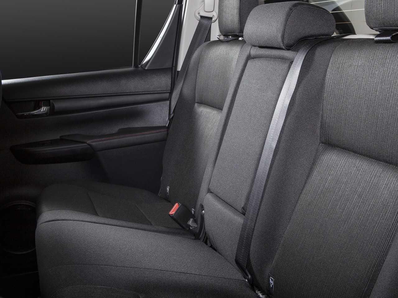 ToyotaHilux 2018 - bancos traseiros