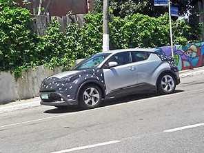 Negado pela Toyota, SUV C-HR circula em testes no Brasil