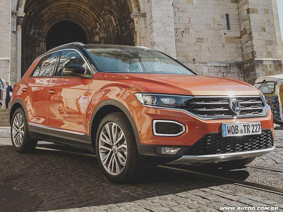 Acima o europeu Volkswagen T-Roc, modelo que deverá inspirar o futuro SUV argentino