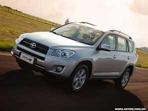 Dúvida envolvendo um Toyota RAV4 2011: comprar o 4x2 ou o 4x4?