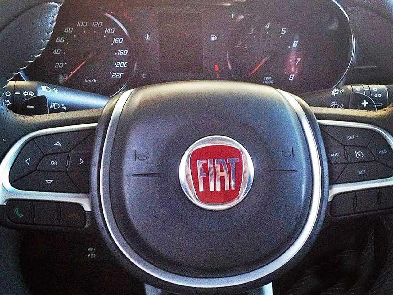 Suposto painel de instrumentos e volante do Fiat X6H, sucessor do Punto e do Bravo