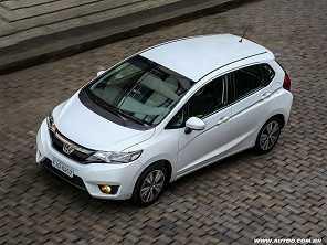 Honda Fit estreia facelift em 2018
