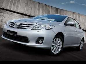 Um Hyundai Azera ou um Toyota Corolla, ambos 2011?
