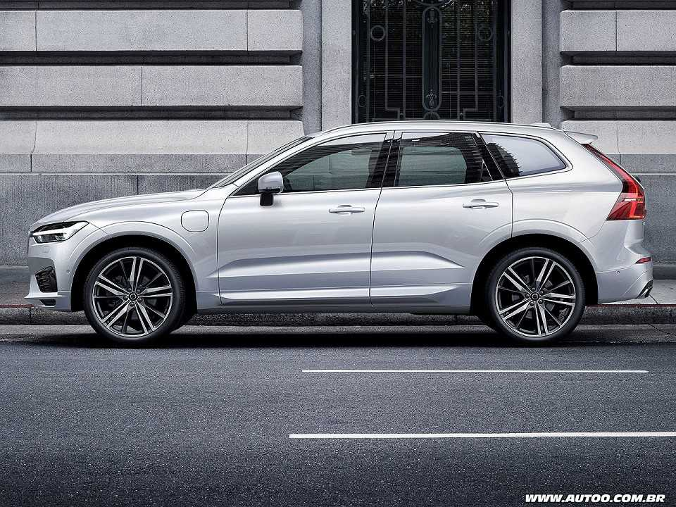 VolvoXC60 2018 - lateral