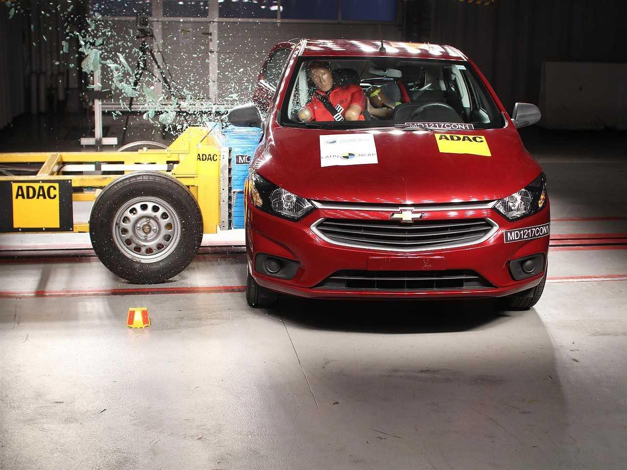 Chevrolet Onix durante avaliação do Latin NCAP